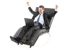 детеныши компьтер-книжки бизнесмена wotrking Стоковые Фотографии RF