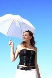 детеныши красивейшего зонтика девушки белые Стоковое Фото