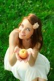 детеныши красивейшей счастливой повелительницы яблока sappy Стоковое Изображение