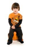детеныши красивейшей тыквы девушки сидя стоковая фотография rf