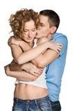 детеныши красивейших пар целуя Стоковая Фотография