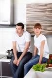 детеныши кухни пар Стоковые Изображения RF