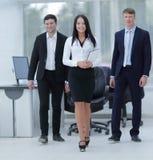 детеныши людей бизнес-группы счастливые Стоковое Изображение RF