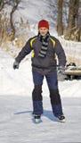 детеныши людей катаясь на коньках Стоковое фото RF