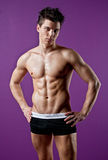 детеныши мышцы человека сексуальные влажные Стоковые Фотографии RF