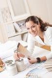 детеныши офиса конструктора женские нутряные Стоковое Изображение