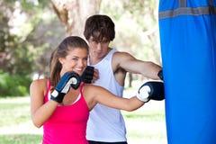 детеныши пар бокса практикуя Стоковое фото RF