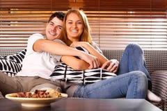 детеныши пар счастливые Стоковая Фотография