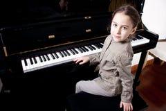 детеныши пианиста стоковая фотография