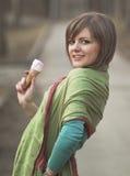 детеныши повелительницы льда конуса cream наслаждаясь Стоковые Фото