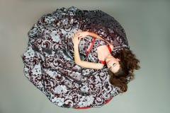детеныши повелительницы платья цвета сумасбродные стоковые изображения rf