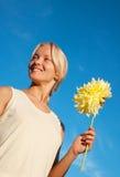 детеныши портрета девушки георгина счастливые Стоковое фото RF