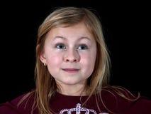 детеныши портрета девушки крупного плана предпосылки черные Стоковые Изображения RF