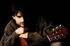 детеныши портрета человека гитары Стоковая Фотография RF