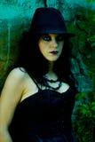 детеныши портрета goth стоковая фотография