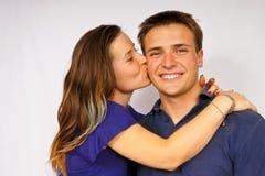 детеныши поцелуя девушки Стоковая Фотография RF