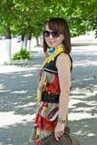 детеныши прогулки девушки стоковая фотография rf