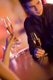 детеныши ресторана стекел пар шампанского Стоковые Фото