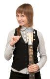детеныши руки гитары девушки Стоковые Изображения RF