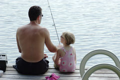 детеныши рыболовства отца дочи Стоковые Фотографии RF
