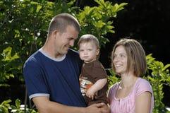 детеныши семьи счастливые играя Стоковое Фото