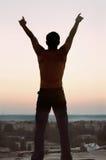 детеныши силуэта человека свободы Стоковое Фото