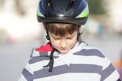 детеныши спорта шлема мальчика Стоковое Изображение