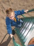 детеныши спортивной площадки мальчика Стоковые Изображения RF