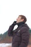 детеныши телефона человека говоря Стоковое фото RF