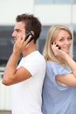 детеныши телефонирования людей стоковая фотография