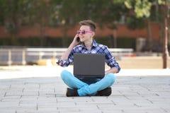 детеныши тетради человека сь Стоковая Фотография RF