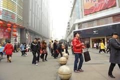 детеныши улицы пропуска многодельного человека стоковое фото rf