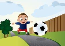 детеныши футбола мальчика Стоковое Изображение