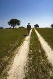 детеныши человека гуляя Стоковые Изображения