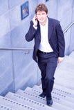 детеныши человека мобильного телефона дела счастливые Стоковые Фотографии RF