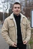 детеныши человека пальто теплые Стоковое Фото