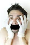 детеныши человека повязки вспугнутые ртом стоковые фото