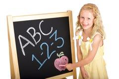 детеныши школьницы chalkboard стоковое фото