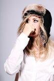 детеныши шлема девушки шерсти Стоковая Фотография