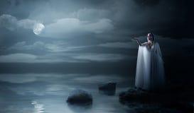 Детеныши elven девушка на морском побережье Стоковые Фотографии RF