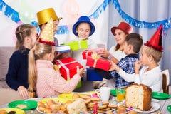 Дети давая настоящие моменты к девушке Стоковое фото RF