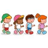 Дети бежать гонка в глуши бесплатная иллюстрация
