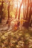Дети бежать совместно в парке Стоковые Изображения RF