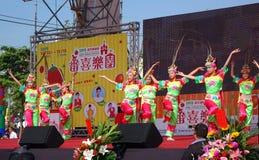 Дети выполняют танец традиционного китайския Стоковое Изображение RF
