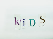 Дети - вырез формулирует коллаж смешанных писем кассеты с белой предпосылкой стоковое фото rf
