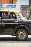 Дети в автомобиле в Мумбае, Индии стоковые изображения rf