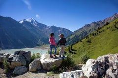 Дети в горах Стоковые Фотографии RF