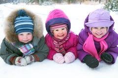 Дети в зиме стоковые фотографии rf