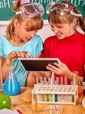 Дети в классе химии Стоковое фото RF