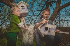 Дети в саде стоковое изображение